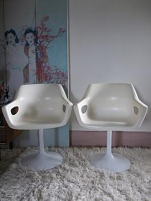 Hobnobs - Pair of Cream Tulip Based Bucket Seats
