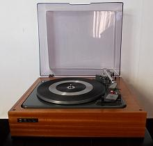 Garard Turntable, Lovely Mahogany Plinth